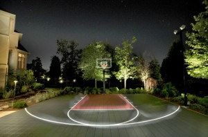 Basketball Court in Backyard, night foto