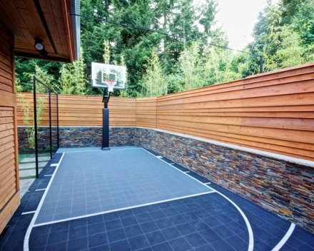 13 canchas de basket en el patio de casa