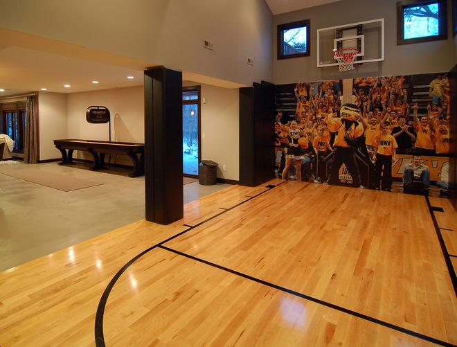 Basketporn top 13 backyard basketball courts basketporn for Build a basketball court